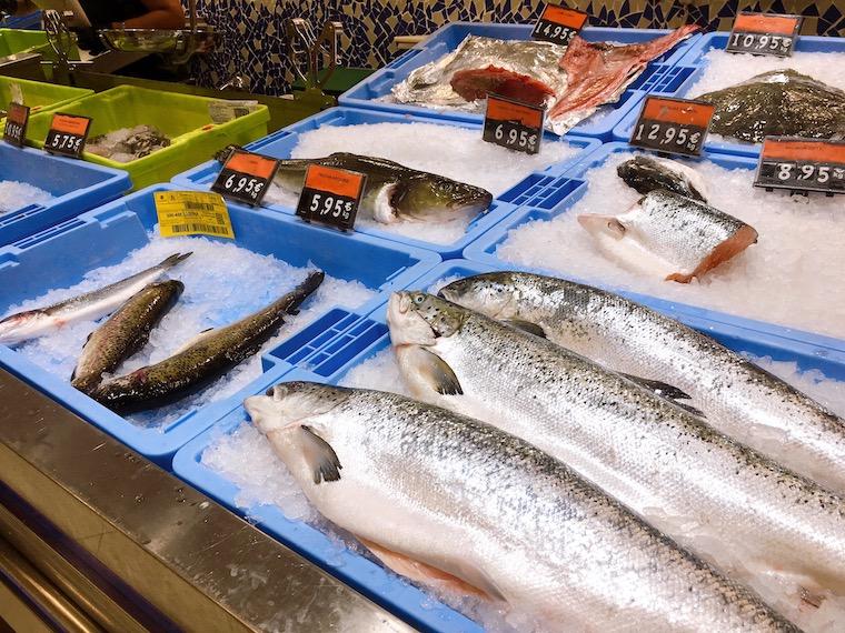 メルカドーナの鮮魚コーナー
