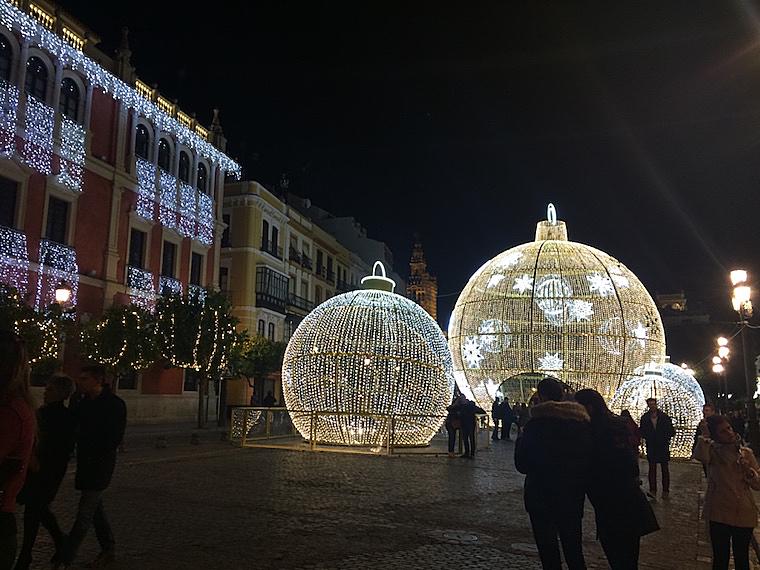 セビリア市役所前のクリスマスイルミネーション