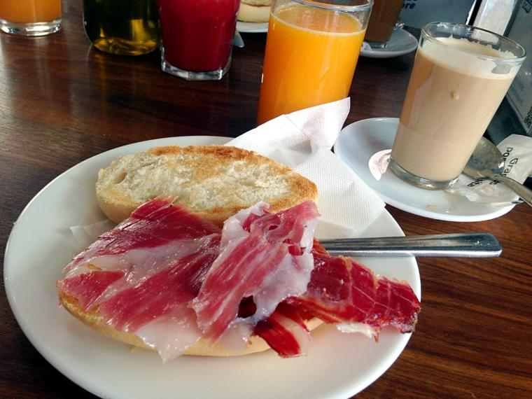 スペインの朝食トスターダ