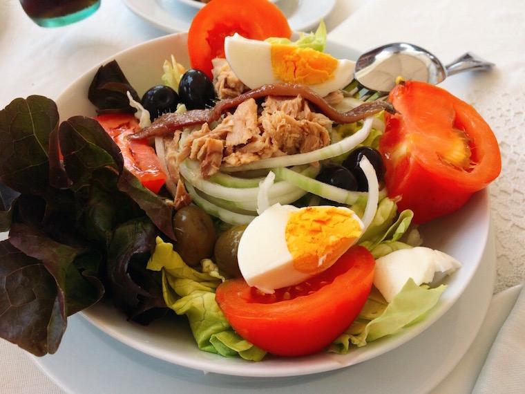 バルセロネタのレストランpinxoplatjaのサラダ