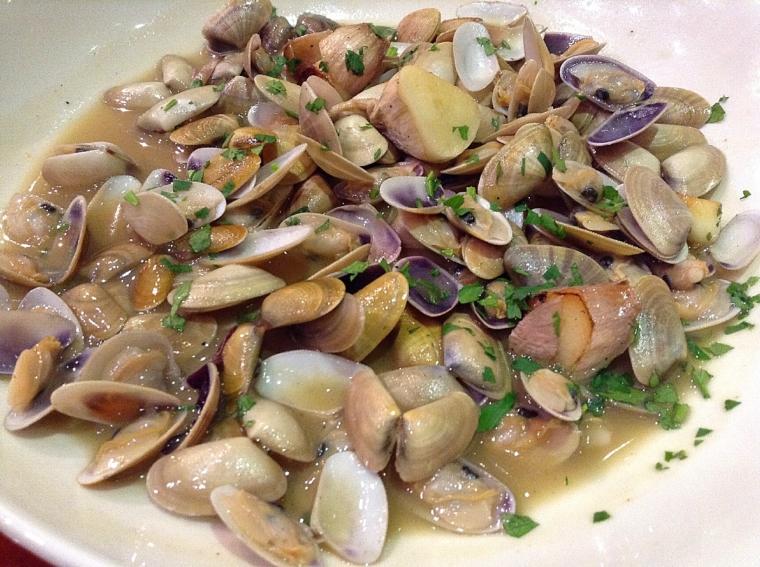 セビリアのバルdosdemayoのニッコウ貝