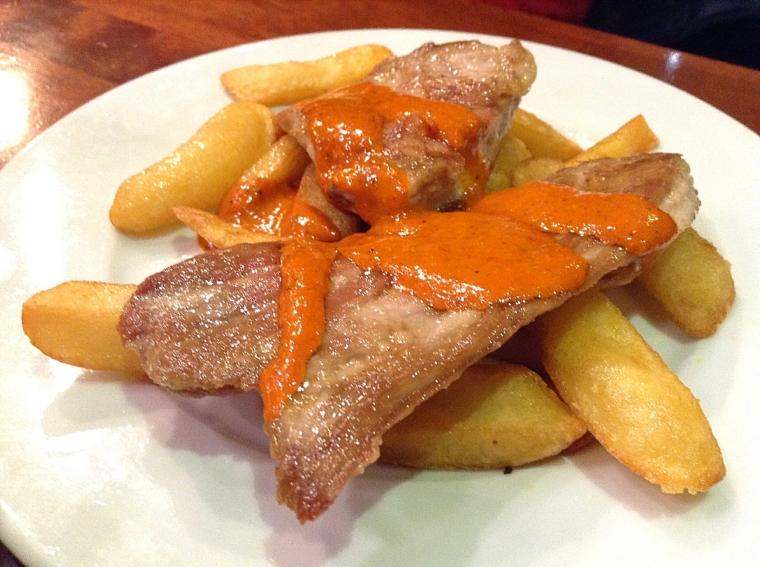 セビリアのバルdosdemayoの豚肉