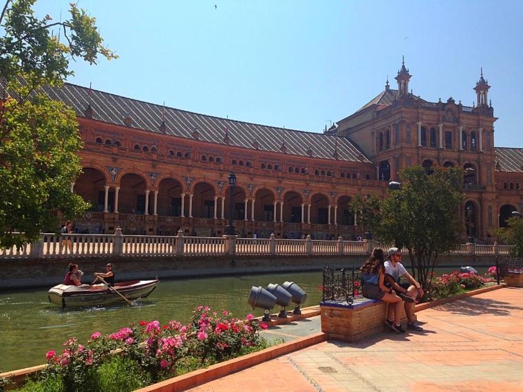 セビリアのスペイン広場とボート