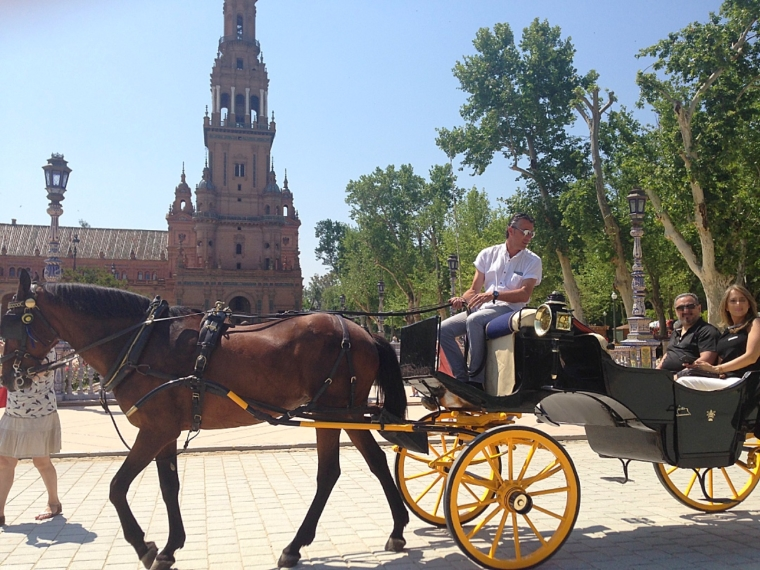 セビリアのスペイン広場と観光馬車