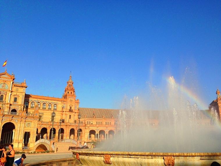 セビリアのスペイン広場と虹