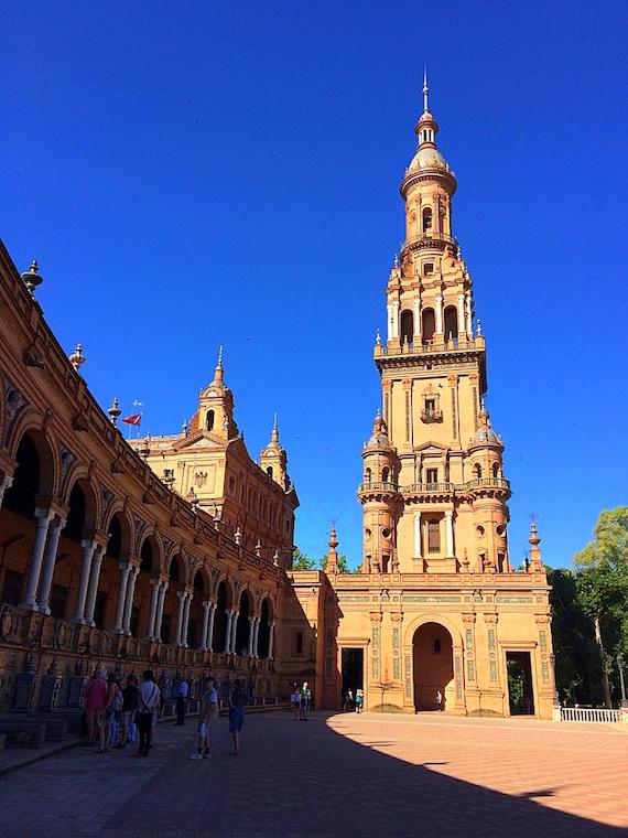 セビリアのスペイン広場の塔