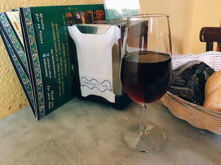 セビリアのバル「コロニアレス」のオレンジワイン