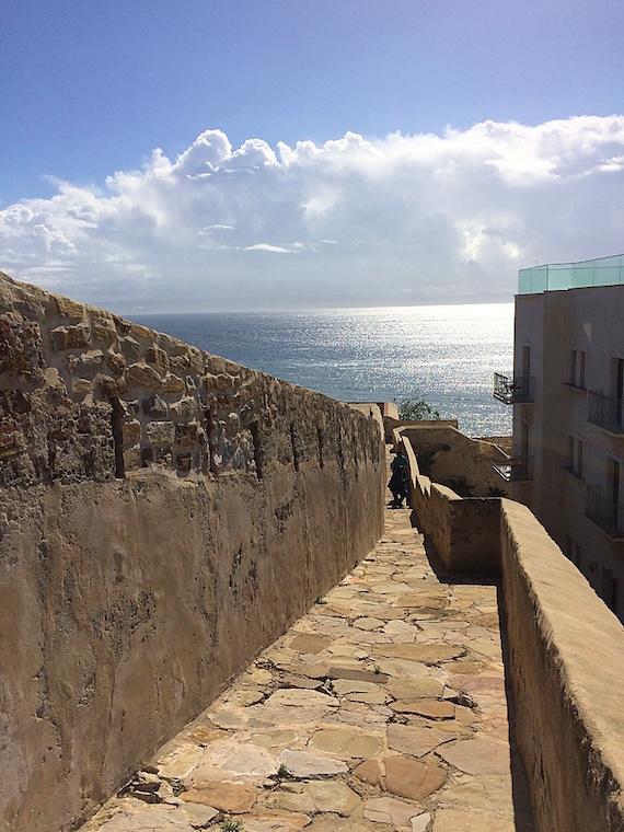 タリファの城壁から見えるジブラルタル海峡