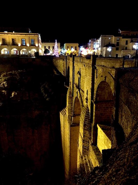 スペインロンダのヌエボ橋の夜景