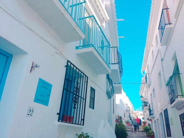 スペイン一美しい村フリヒリアナの町並み