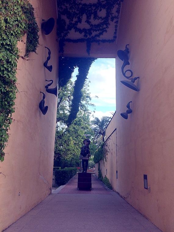 アンダルシア現代美術館の中庭