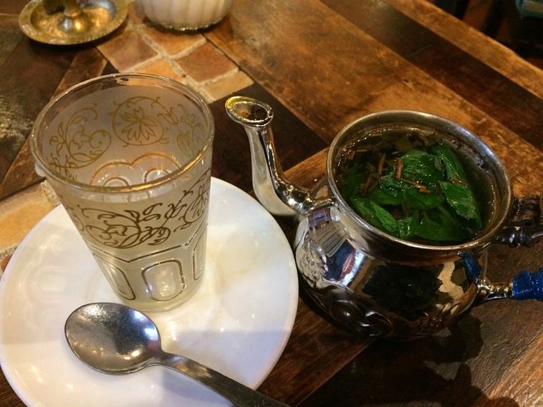 グラナダのアラブ人街のカフェ