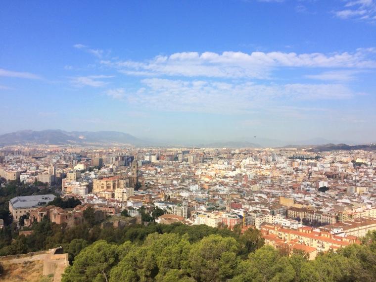 マラガのヒブラルファロ城の城壁からの景色