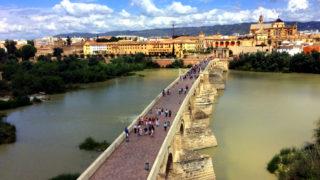 コルドバのカラオラの塔から見たローマ橋