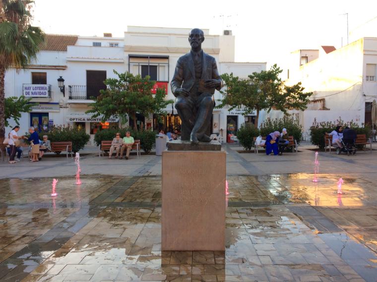 モゲルのファン・ラモン・ヒメネスの銅像