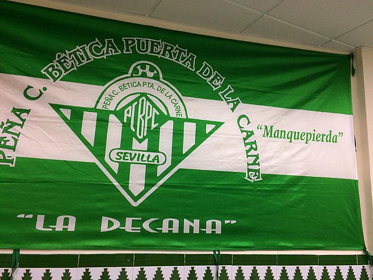 レアルベティスのペーニャの旗