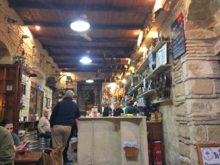 ヘレスのバル「cruz vieja」の店内
