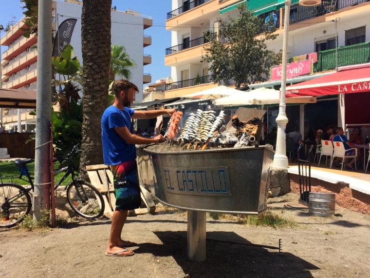 リンコン・デ・ラ・ビクトリアのビーチの串焼き