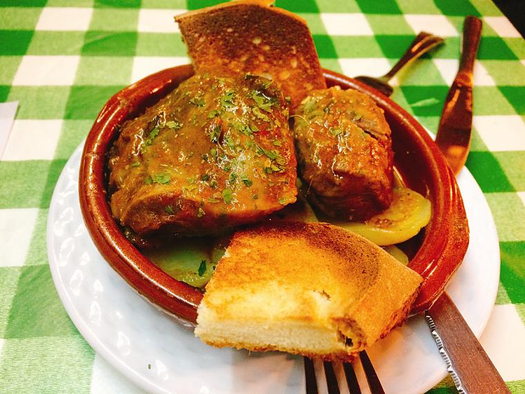 トリアナのバル「La Antigua Abacería」の豚ほほ肉の煮込み