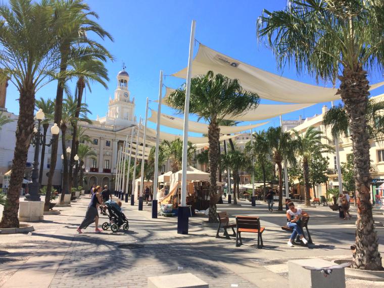スペインのカディスの市役所と広場