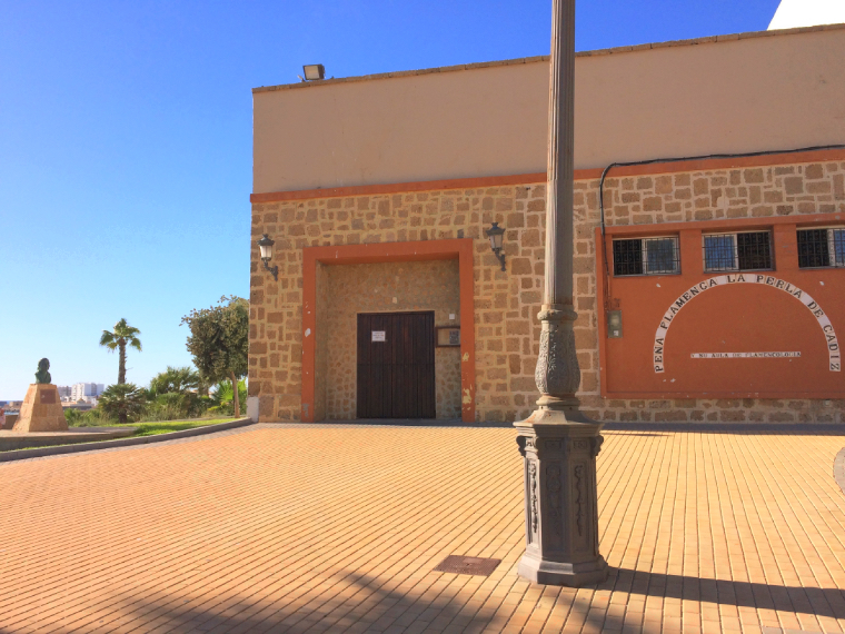スペインのカディスにあるペルラ・デ・カディスのペーニャ外観