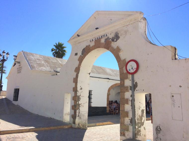 スペインのカディスにあるファン・ビジャールのペーニャとレストラン