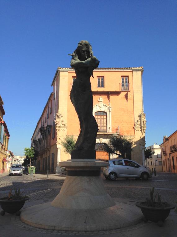 ヘレスのロラ・フローレスの像