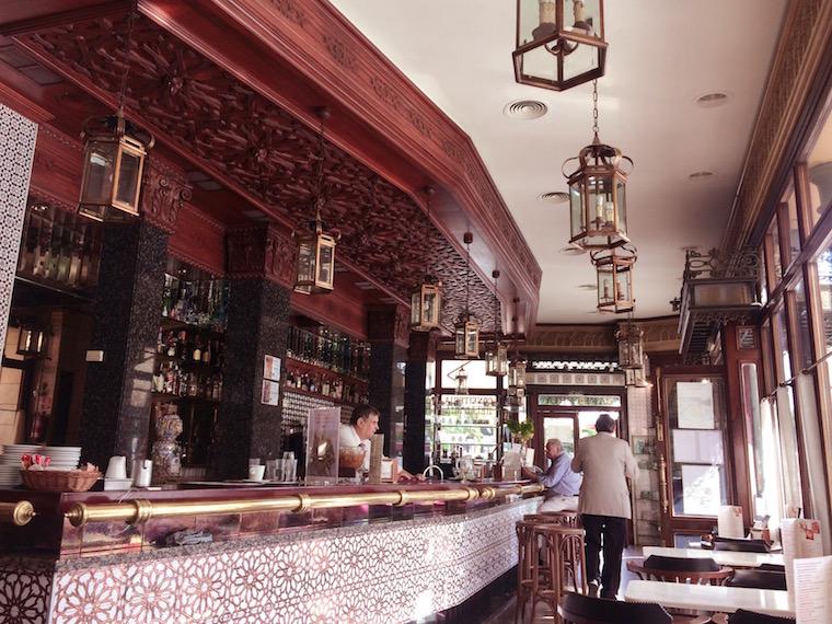 セビリアのWiFiバル「Bar Plata」の店内