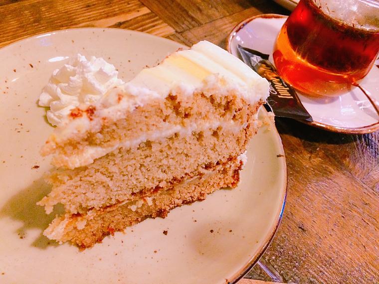セビリアのWiFiカフェ「Paradas 7」のケーキ