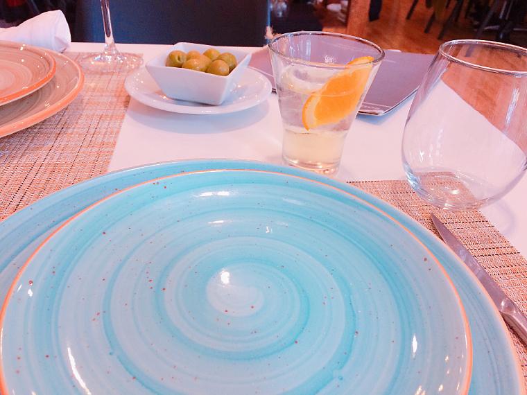 セビリアのレストラン「Velouté」の白ワインのベルムー