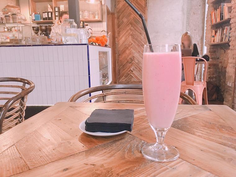 セビリアのWiFiカフェ「Paradas 7」のスムージー