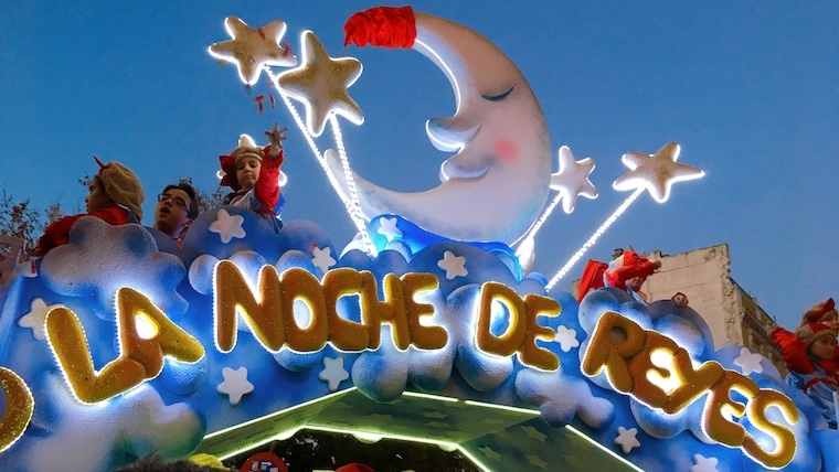 ある意味戦い!『東方の三賢者』がやってくるスペインのクリスマスパレード