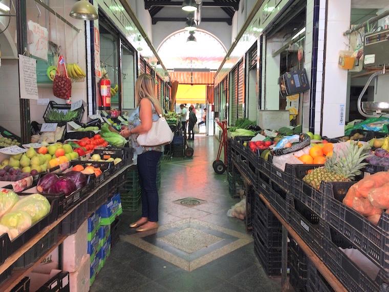 セビーリャのフェリア市場の八百屋