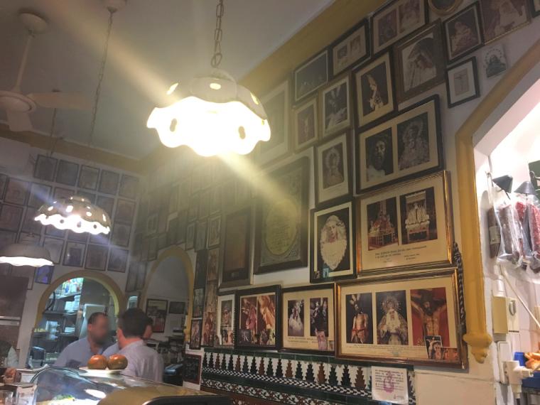 セビリアのバル「カサ リカルド」の店内