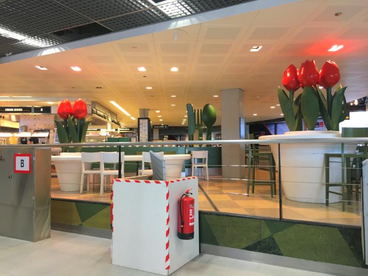 オランダアムステルダムのスキポール空港のカフェレストラン