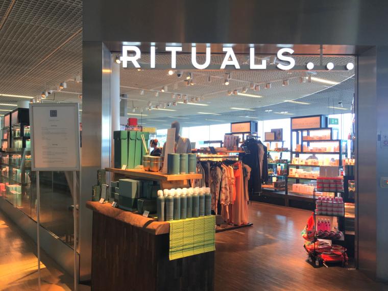 オランダアムステルダムのスキポール空港のコスメ店Rituals