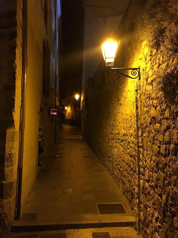 夜のクエンカ旧市街地