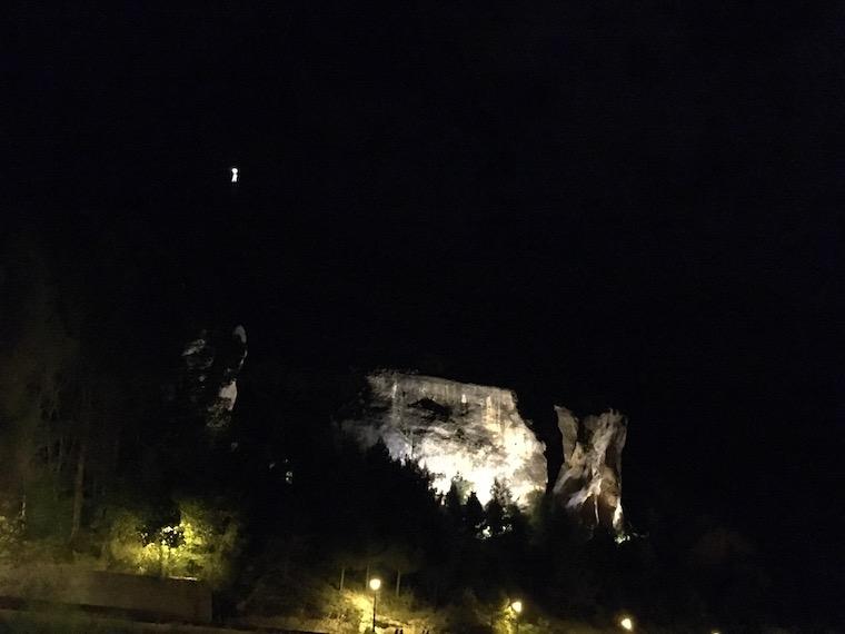 クエンカの夜のマリア像