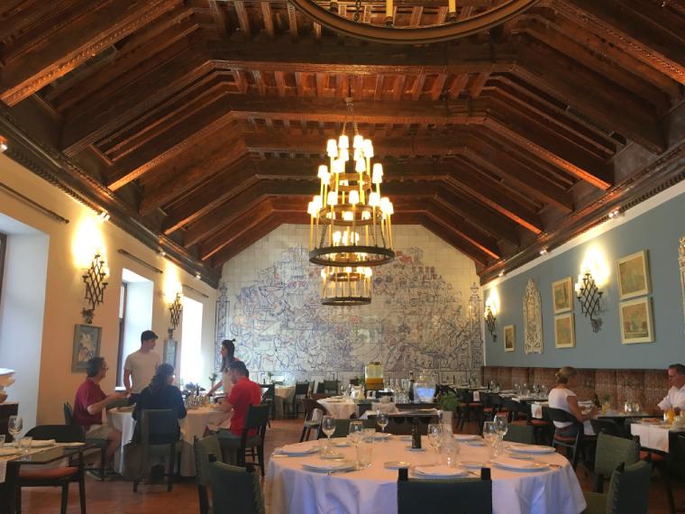 クエンカのパラドールの食堂で朝食
