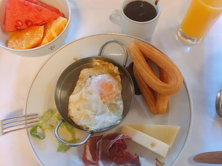 クエンカのパラドールの朝食