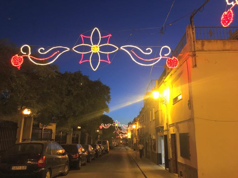 モロンのローカルなお祭り「ベルベナ・デ・パンタノ」のイルミネーション