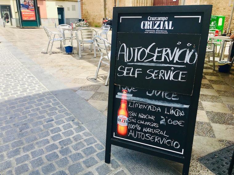 スペインのセルフサービスのバル