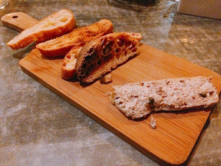 セビリアのレストラン「カタリーナ」のパン