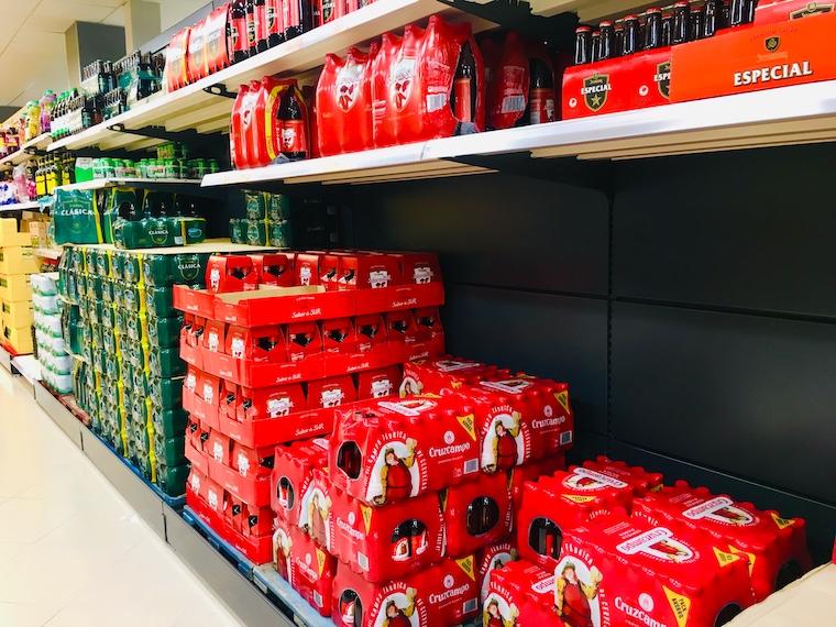 スペインのスーパーのビール売り場