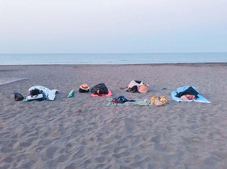 マラガのリンコン・デ・ラ・ビクトリアのビーチで野宿