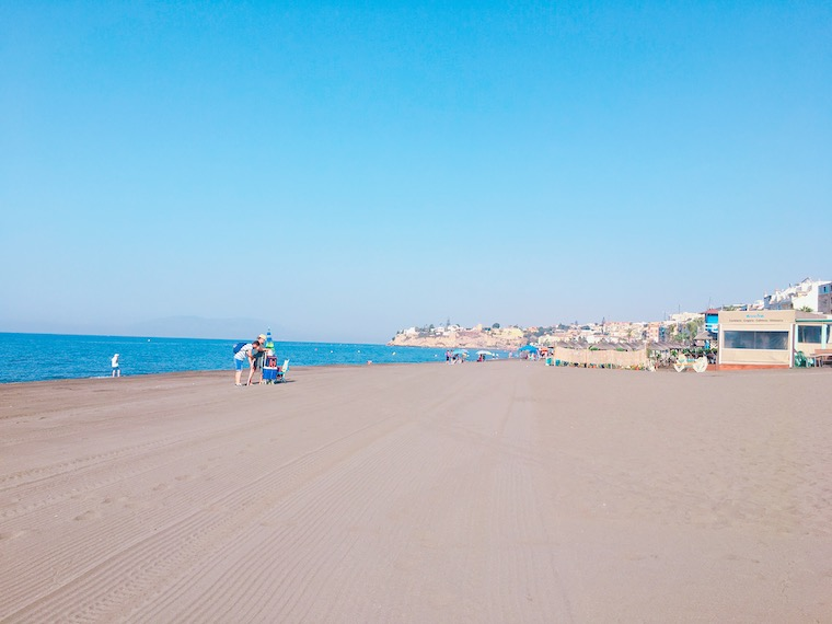 朝のリンコン・デ・ラ・ビクトリアのビーチ