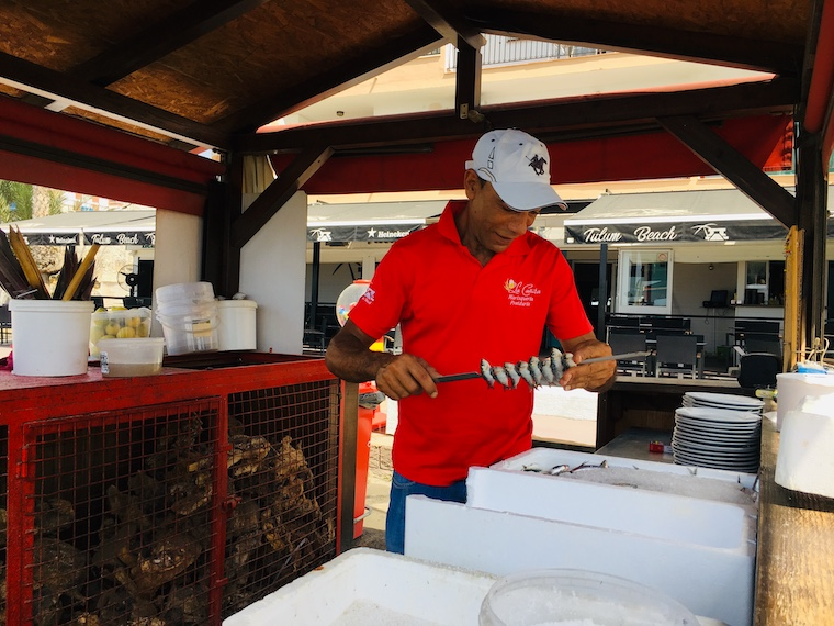リンコン・デ・ラ・ビクトリアのイワシの串焼き