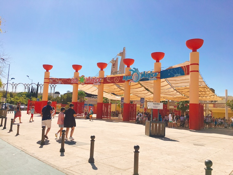セビリアの遊園地「イスラマヒカ」の入り口