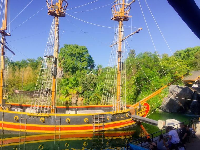 セビリアの遊園地「イスラマヒカ」の船