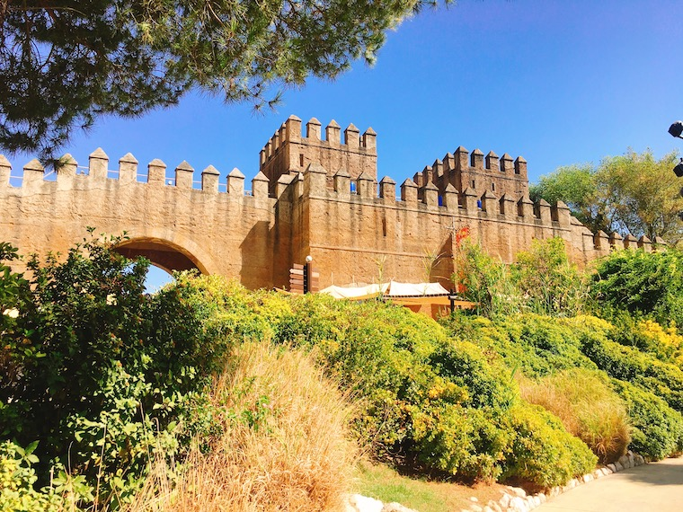 セビリアの遊園地「イスラマヒカ」の城壁